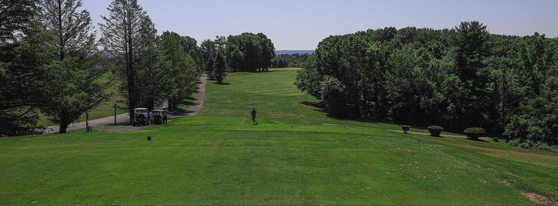 A photo of a golfer at the Hideaway Hills golf club